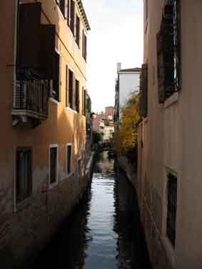 Schmaler Kanal